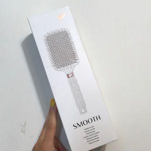 T3 | NWT Smooth Paddle Brush